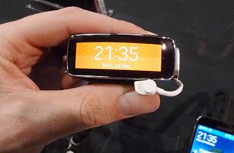 F1 שעון חכם סמסונג גיר 2 Fit, צילום: עומר כביר