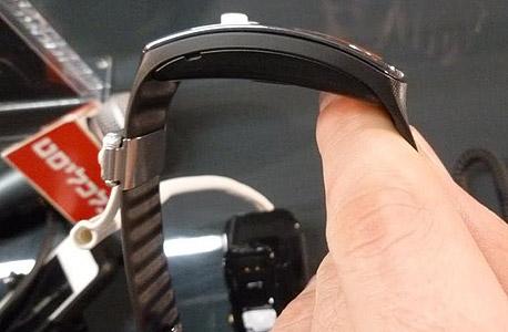 F2 שעון חכם סמסונג גיר 2 Fit, צילום: עומר כביר