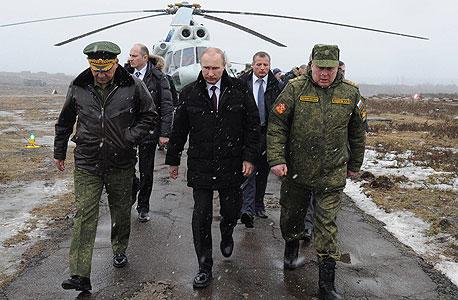 ולדימיר פוטין רוסיה אוקראינה מחנה צבאי באזור לנינגרד, צילום: אי פי איי