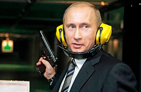 ולדימיר פוטין נשיא רוסיה אקדח, צילום: אי פי איי