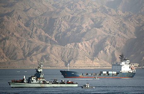 הספינה KLOS C נכנסת לנמל אילת. הפשיטה על הספינה הציתה את גל ההתקפות החדש, צילום: רויטרס