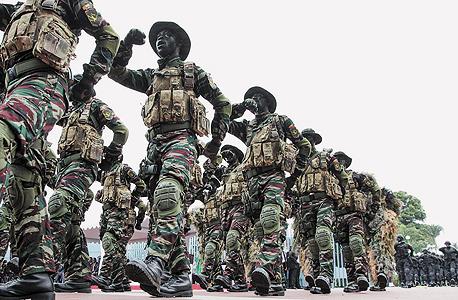 מצעד צבא חוף השנהב ב-2013, ביום העצמאות של המדינה