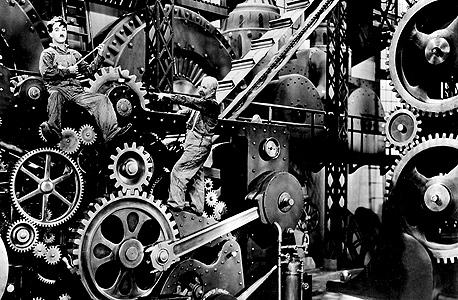 """""""זמנים מודרניים"""", הביטוי התרבותי הכי מוכר של עולם העבודה המתועש, שמשתנה ממש עכשיו. """"אנחנו חושבים במושגים נוקשים מדי מה זה ג'וב ומה זו עבודה. עצם הרעיון שאתה מועסק בידי מעביד יחיד, שאתה מתייצב אצלו בכל בוקר, הוא דבר יחסית חדש. כיום זה דועך, וכל רעיון העבודה משתנה"""""""