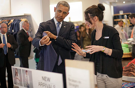 ברק אובמה חנות גאפ ירידת מחירים, צילום: איי פי