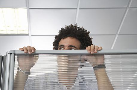 מעסיק לא יכול לחייב אתכם להישאר במקום העבודה, צילום: שאטרסטוק