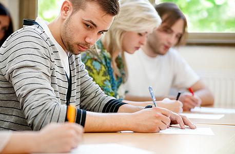 """לפי הדו""""ח יש קודם לטפל בהגדלת ההשקעה בחינוך וההכשרה מקצועית למבוגרים"""