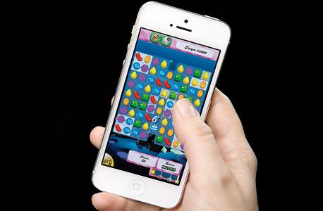 סמארטפון. משחקי מחשב הם פנאי מזדמן. בדומה לסרטים, פייסבוק, מסעדות, אפייה וטיולים בעיר
