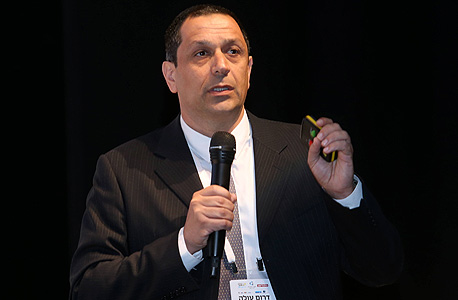 """ערן שלו, שותף מנהל ב־KPMG סומך חייקין: """"שלא כמו בישראל, בעולם מתקדמים לאט יותר בנושא חיסון האוכלוסייה והמנכ""""לים מתקשים לראות חזרה למציאות עסקית"""