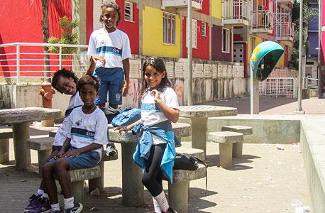 ילדים בפאבלה רושיניה. שלושת בתי הספר לא מספיקים ורבים מהם יוצאים לעבודה בגיל צעיר