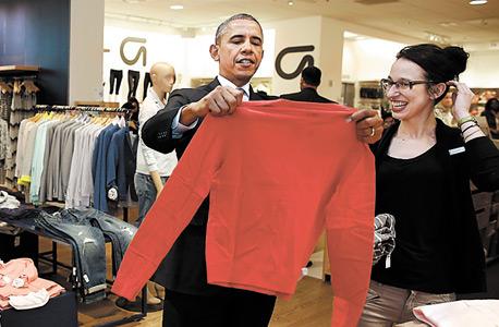 """הנשיא אובמה מבקר בסניף של גאפ בארה""""ב, צילום: רויטרס"""