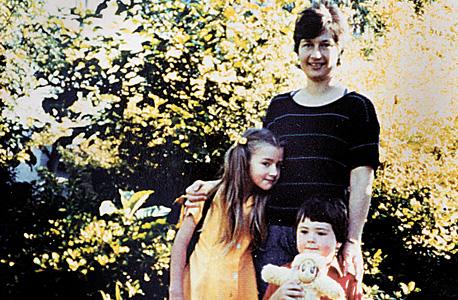 """1984. יוהנסבורג. עוברים לארה""""ב בעקבות הרילוקיישן של פיטר. צילום אחרון"""