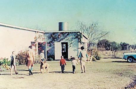 1966. סאונדרס, שנייה משמאל, בחופשה משפחתית בדרום אפריקה