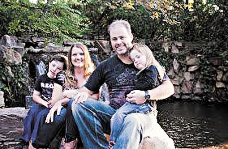 2013. הבן ניוטון והמשפחה שלו, קניה, שריל ואליה