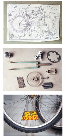 תוכנית לאופניים ששרטט ארי רוזנצוויג (למעלה) ופריטים ממוזיאון האופניים, כולל רישיון שמוצמד לגלגל