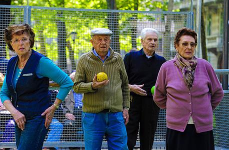 גמלאים (ארכיון). תוחלת החיים הממוצעת עמדה על 82.5 בשנת 2016, צילום: שאטרסטוק