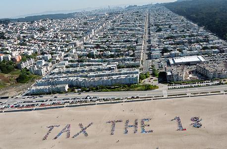 הפגנה בסן פרנסיסקו בדרישה להגדיל את המס על המאיון העליון