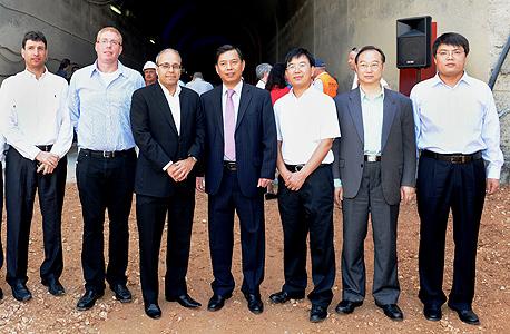 הטקס היום. מימין לשמאל: זנג שנגחאי, ג'אנג איימין, לו קון, אברהם נובוגרוצקי, רונן גינזבורג ונדב גרינשפון