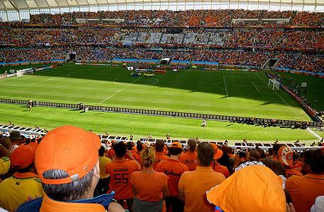 צופים במשחק בין הולנד ליפן במונדיאל הקודם בדרום אפריקה ב־2010