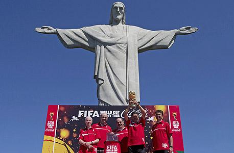 קוקה קולה במהלך שיווקי בריו. מפחדים מהפגנות