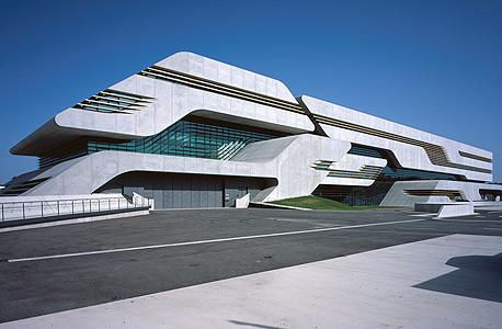 מבנה בתכנון של חדיד במונפלייה, צרפת