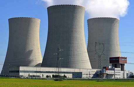 תחנת כוח גרעינית. השימוש באנרגיה מעורר מחלוקת עד היום, צילום: שאטרסטוק