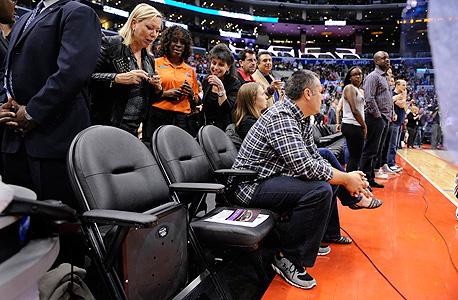 המושבים הריקים של דונלד סטרלינג ואשתו. לא רוצה למכור בגלל המיסים, צילום: אם סי טי