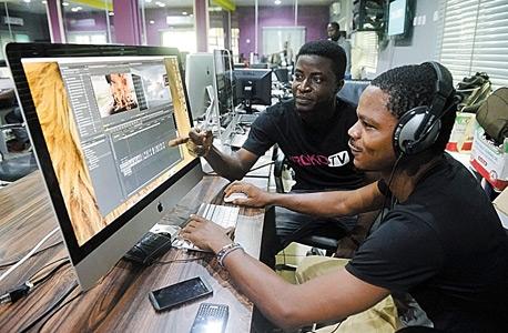 עובדים בחברת אינטרנט בניגריה