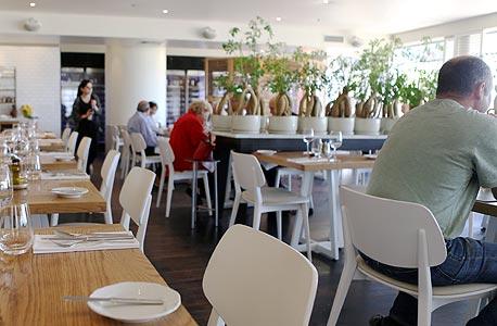 מסעדת רפאל ביום חמישי. מיקי פדרמן והמשפחה פתחו שולחן