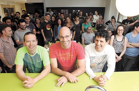 מייסדי טאבטייל (מימין לשמאל): ארן קושניר, ניר בז'רנו ושגיא שליסר. עולים בגיל, נכנסים לרשתות החברתיות