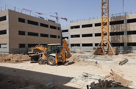 """בניית הבסיסים בעיר הבה""""דים.תחילתה של תנופת בנייה בדרום"""