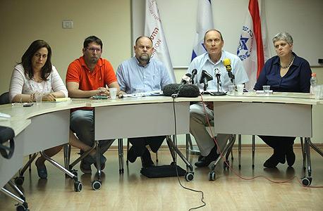 מסיבת העיתונאים של הרופאים. שגית ארבל אלון (מימין), ליאוניד אידלמן, דרור בורך, מאיר מזרחי ולאה ונפר, צילום: עמית שעל