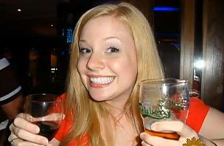 אשלי פיין, מורה מני יורק שפרסמה פוסט שיכור בפייסבוק ופוטרה. התמונות שלכם בפייסבוק יכולות גם לפגוע בסיכויי הקבלה שלכם לעבודה הבאה