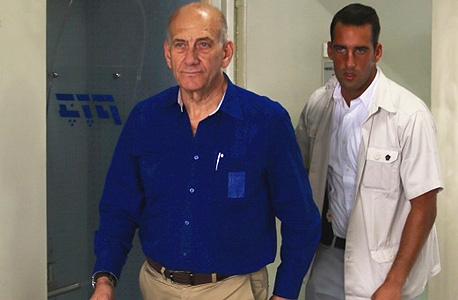 אולמרט בהכרעת הדין (ארכיון), צילום: מוטי קמחי, ynet