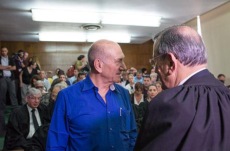 """אהוד אולמרט עם עו""""ד אלי זהר, צילום:  יותם רונן"""