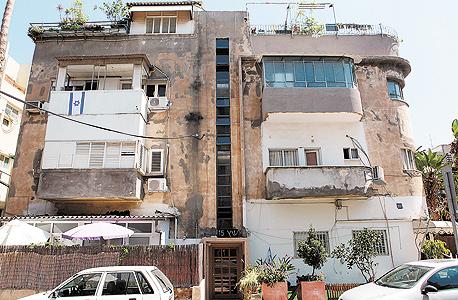 """בניין מתפורר ברחוב גרשון ש""""ץ בתל אביב. היחידה שיכולה להגיש ערר בלי לעבור קודם דרך הוועדה במחוזית היא העירייה"""