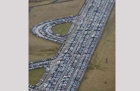 אוקספורד שייר, בריטניה. כמעט ולא רואים את הכביש מרוב צפיפות של מכוניות
