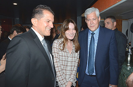 מימין: דורון ספיר, קרלה ברוני ויובל גביש