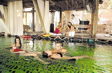 ריקוד מתחת למים בווטר דאנס