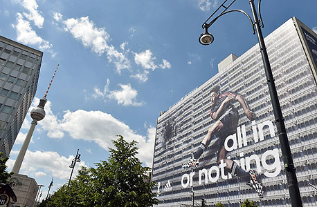 מסוט אוזיל פרסומת אדידס מונדיאל 2014 ברלין, צילום: איי פי