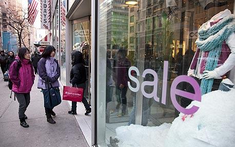 המכירות הקמעונאיות ליולי איכזבו ותביעות האבטלה גדלו בשבוע שעבר