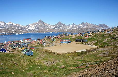 תחרות כדורגל בכפר Tasiilq בגרינלנד, צילום: flickr.com/Paul Quinn