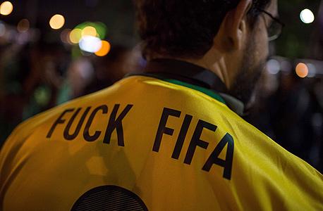 """פרשת פיפ""""א חושפת את הקשר הבעייתי של נייקי עם הכדורגל הברזילאי"""