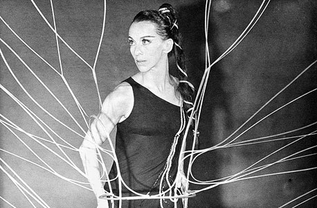 """רינה גלוק ב'נבכי הלב' (1966): מרתה גרהם נתנה לשלושה־ארבעה רקדנים ללמוד תפקיד מסוים, וכולם נלחמו עליו. רק ביום המופע היא היתה מודיעה מי מופיע"""""""