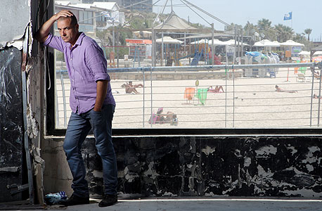 """חשין בנמל תל אביב, בהאנגר שיאכלס את ההשקעה החברתית הראשונה שלו. """"אני לא עושה דברים טובים, אני אגואיסט חכם"""""""
