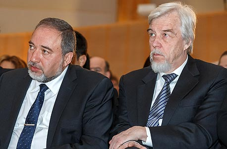 """מנכ""""ל סרן פרופ' רולף הוייר מארח את שר החוץ אביגדור ליברמן"""