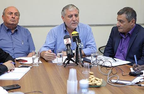 """מנכ""""ל משרד הרווחה יוסי סילמן (מימן), שר הרווחה מאיר כהן ואלי אלאלוף, ראש הוועדה"""