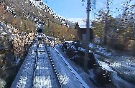 סרט איטי של רכבת נורבגית שירדים את הנוסעים