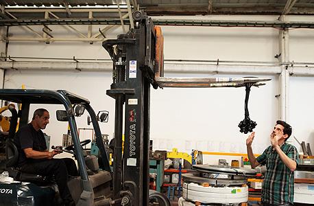 מאירי במפעל, צילום: עמית שעל