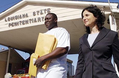 מייקל אנתוני וויליאמס, עם שחרורו. נידון למאסר עולם וריצה כ־23.5 שנות מאסר על אונס שלא ביצע