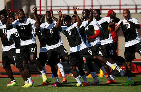 שחקני נבחרת גאנה. שחקנים בגאנה הם בעלי סבירות גבוהה פי 10 מהממוצע העולמי להיות מותקפים על ידי בכירים במועדון בו הם משחקים
